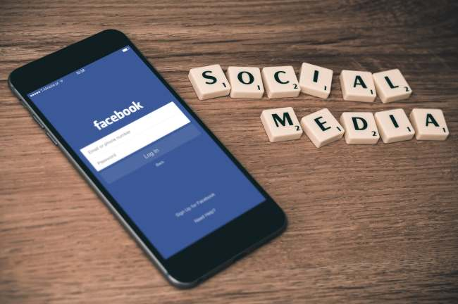 social-media-mobile-facebook